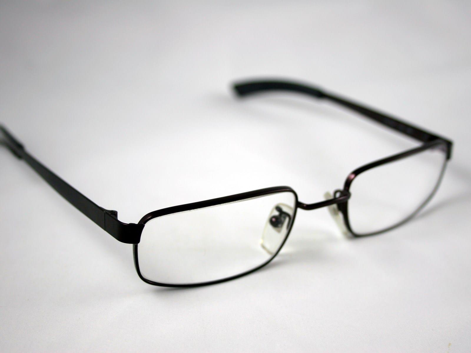 Todas las gafas se pueden ajustar para que no estén torcidas ...