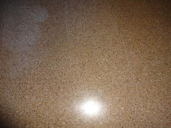 Como quitar mancha blanca de baldosa alba iler a for Limpiar manchas en el marmol