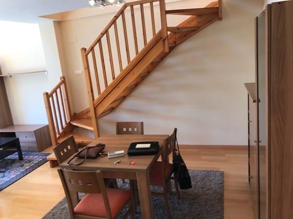 Buenas acabamos de comprar un duplex muy iluminado con for Decoracion escaleras duplex