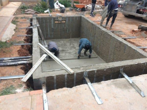 Piscinas hormig n tradicionales vs proyectadas for Construction piscine 82