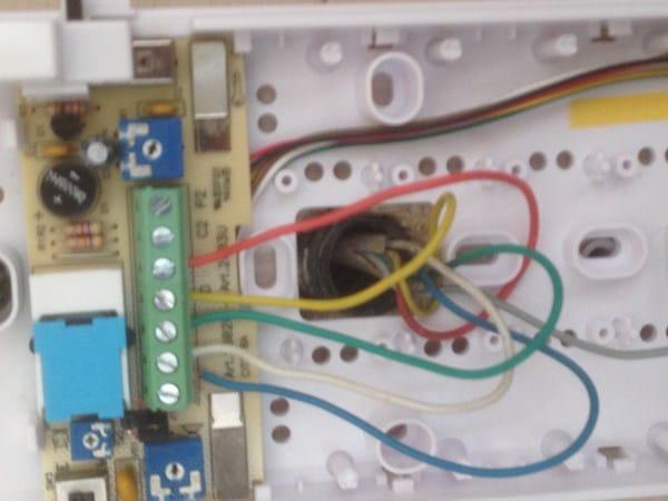 C mo cambiar telefonillo fermax 08044 por comelit 2603u for Cables telefonillo colores