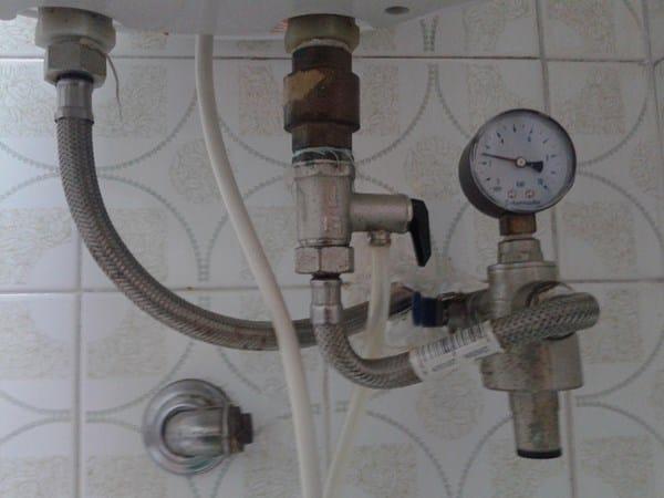 Termo ariston que gotea agua color xido fontaner a for Como arreglar una regadera que gotea