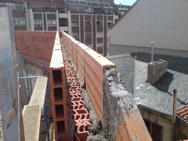 Estructura para tejado arquitectura for Colocar baldosas sobre hormigon