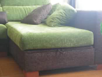 Comedor con muebles color ceniza decoraci n - Sofa marron de que color las paredes ...