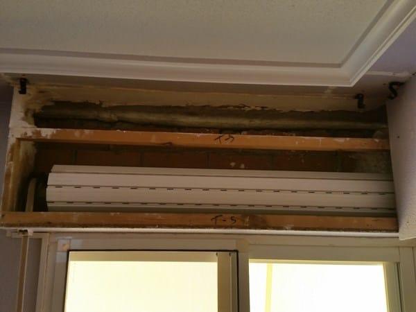 Cambiar caj n de persiana de obra y madera carpinter a for Precio ventana pvc con persiana
