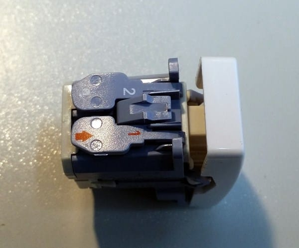 Como van colocados los cables en el conmutador estrecho - Interruptor simon 27 ...