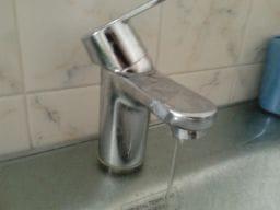 Sale muy poca agua fría - cuarto de baño - Fontanería ...