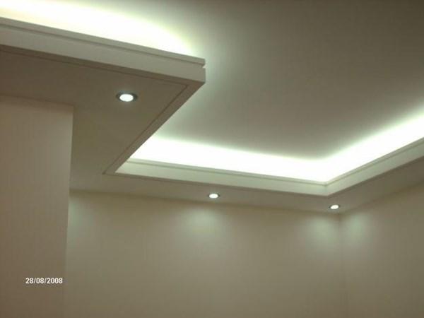 Iluminaci n indirecta en el sal n y dormitorio principal - Falsos techos para banos ...