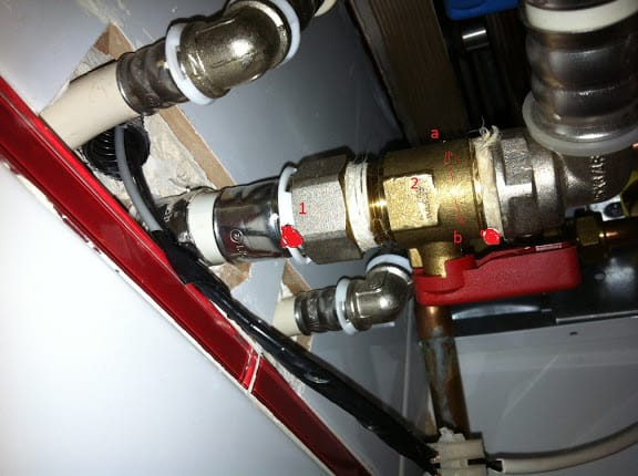 La salida de agua caliente de mi caldera pierde agua por - Caldera no calienta agua si calefaccion ...