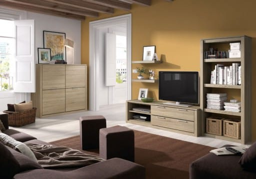 Color paredes sal n con muebles de madera maciza cerezo y suelo porcel nico gris brillante - Salones con muebles oscuros ...
