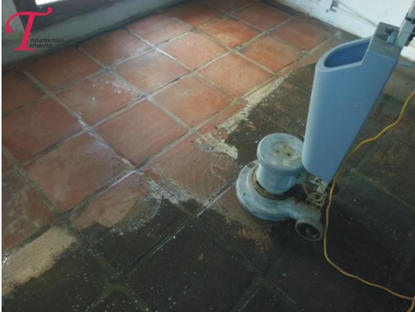 C mo restaurar suelo de barro cocido en interior casa - Como limpiar suelos de barro ...