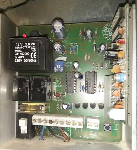 Como configurar mando puerta garaje ingenier a for Mando puerta garaje