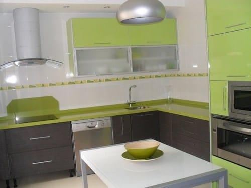 Color muebles de la cocina y pintura decoraci n - Cocinas verdes y blancas ...