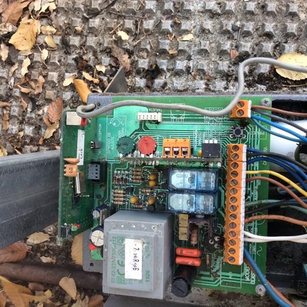 Motor puerta garaje clemsa 10 no funciona dom tica - Como instalar un motor de puerta de garaje ...
