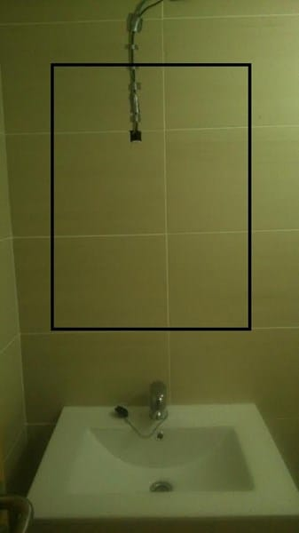 Pegar espejo en pared ba o y cables alba iler a - Como quitar la silicona del bano ...
