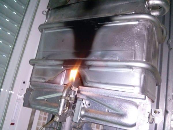 ¿Porque la llama de mi calentador sale por fuera ...