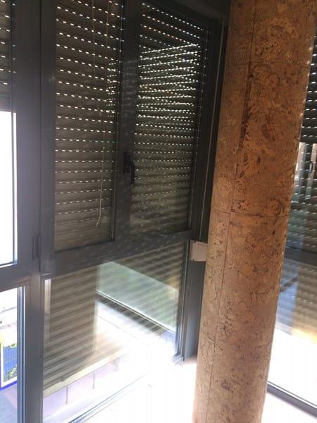 Qu hacer con columna redonda en sal n con ventanal - Como decorar una columna en el salon ...