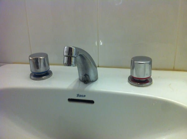 Dificultad para soltar llave de lavabo que gotea for Como arreglar una llave de regadera que gotea