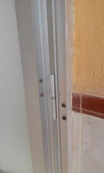 C mo cambiar la apertura de una puerta de terraza de for Como cambiar las puertas de casa
