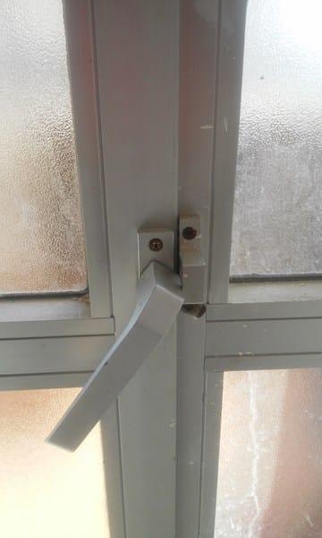 C mo cambiar la apertura de una puerta de terraza de - Puerta terraza aluminio ...