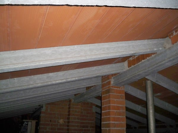 Con que material econ mico puedo aislar el suelo de mi for Como aislar el techo de un piso