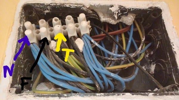 Cómo derivación identificar de cable corriente caja de en QxhdsrCt