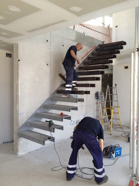 Como hacer escalera empotrada en muro alba iler a for Como hacer una escalera de hierro para interior
