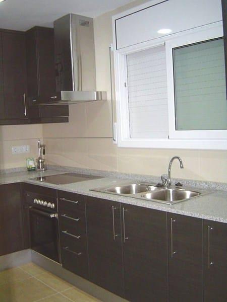 Cocina de brillo crema qu color de sileston le pega for Decoracion pisos normales