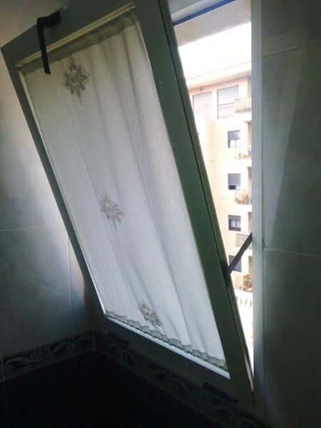 Agujero en la cortina - 3 8