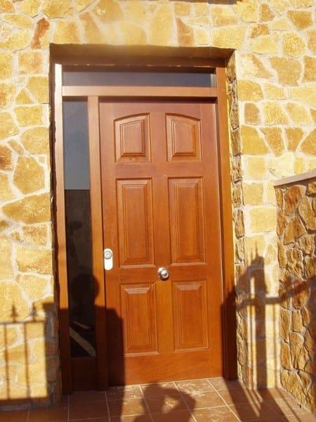 Barnizar puerta de entrada materiales de construcci n - Como barnizar una puerta de madera con pistola ...