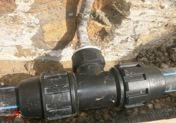 Por qu pierde agua la uni n de tuber a de polietileno for Plasticos para estanques de agua