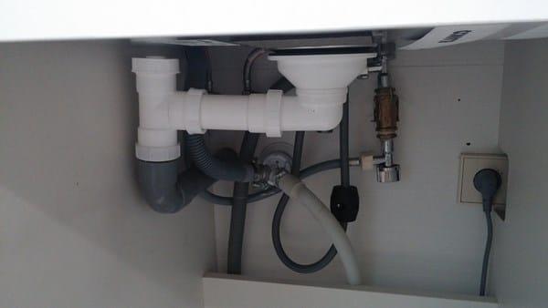 Creo que me han instalado el sif n del fregadero al rev s - Instalar un lavavajillas al fregadero ...