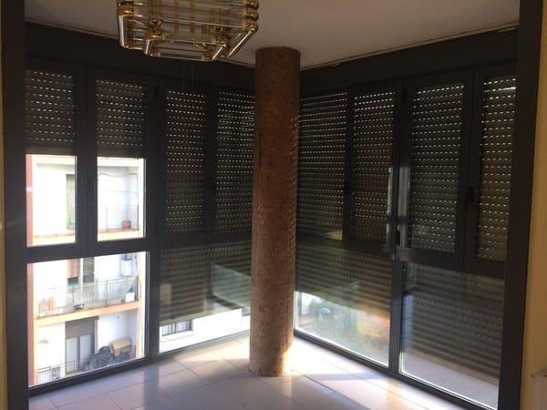 Qu hacer con columna redonda en sal n con ventanal - Decorar columnas salon ...