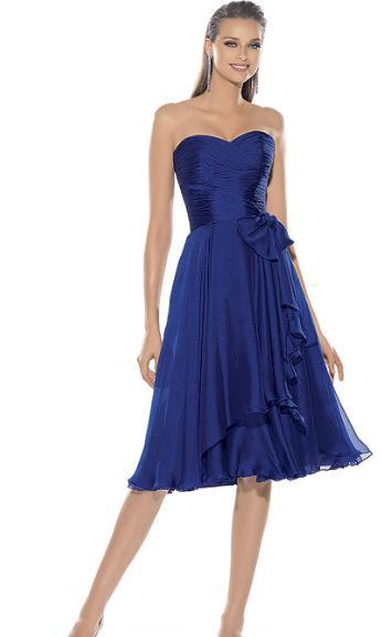 Tipo de zapatos para un vestido azul marino