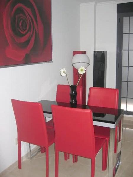 Colores para el sal n decoraci n for Sillas rojas modernas