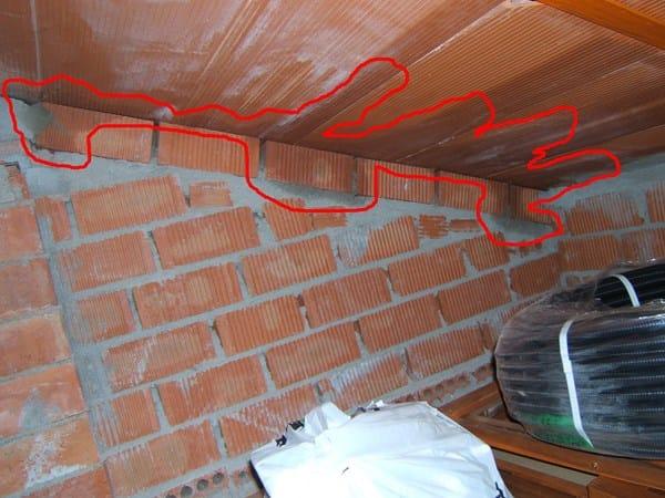 Humedad en aleros del tejado alba iler a for Tejados de madera a un agua