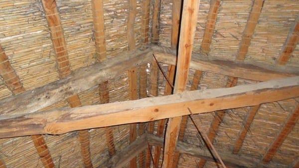 C mo restaurar tejado de vigas de madera ca izo teja - Vigas de madera para tejados ...