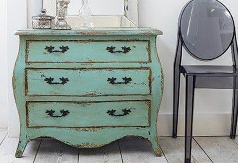 Revestimiento en la pared del dormitorio estilo vintage for Milanuncios muebles vintage